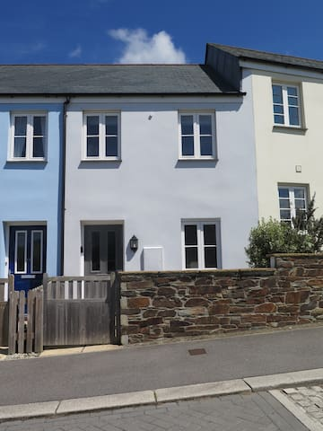 Modern fresh 2BR cottage in beautiful Cornwall