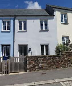 The Little House - modern 2BR cottage in Cornwall