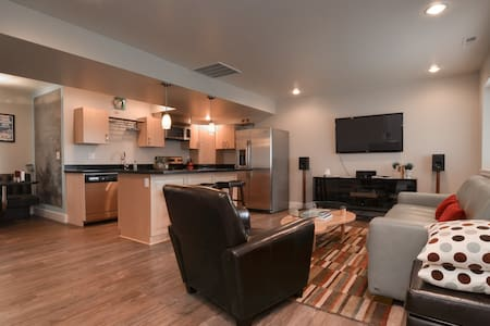 Contemporary 2 Bedroom Apartment - Seattle - Apartment