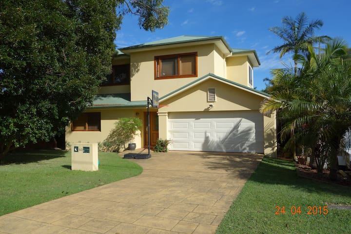 Comfortable Family Home Near Beach - Collaroy Plateau
