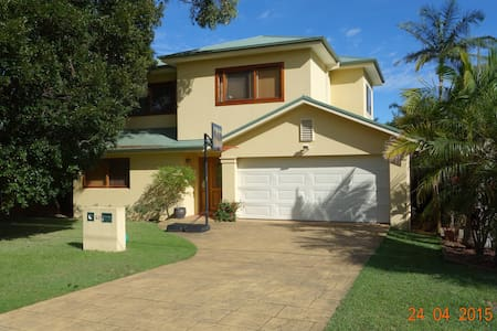 Comfortable Family Home Near Beach - Collaroy Plateau - Hus