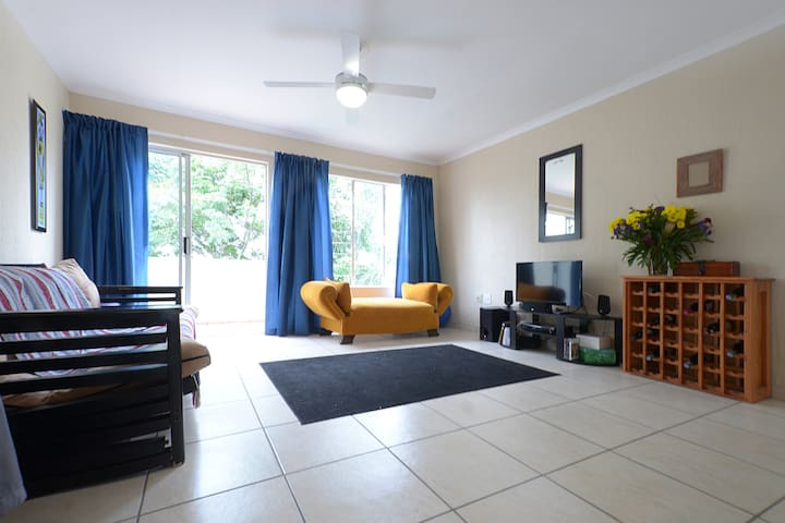 Sunny, Cozy - Perfect Location! - Roodepoort - Wohnung