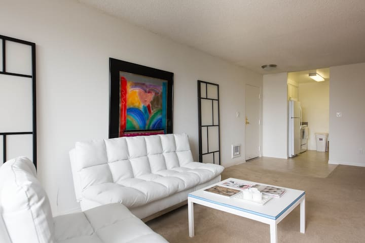 Great Location in Heart of Century City
