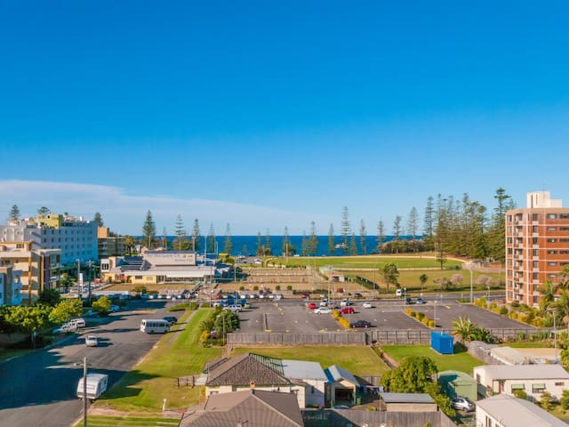 Ocean Views walk to CBD and Beach - Port Macquarie - Apartment