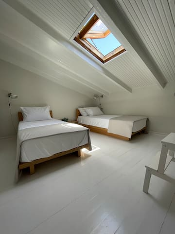 The fourth floor, is the second -attic- bedroom with skylight, and the beds can be joined to make them queen size as well.