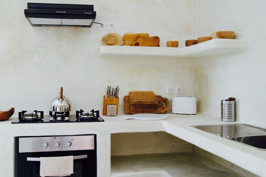 Full service modern kitchen.