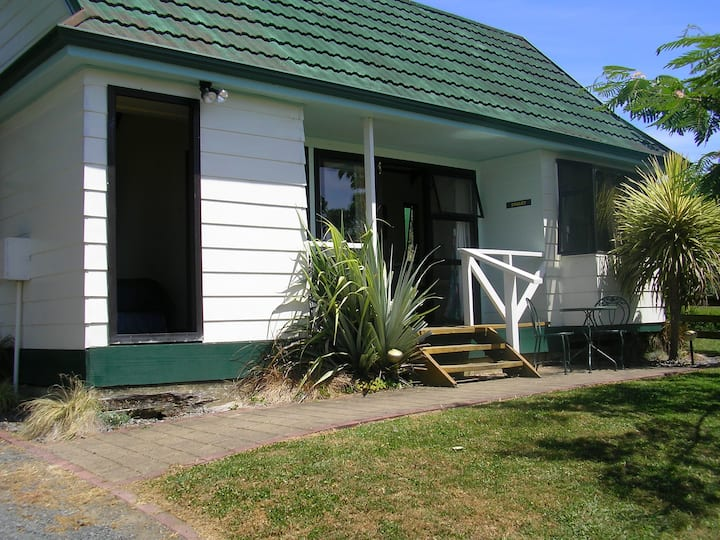 Waitomo Big Bird B&B  Self-contained Chalet