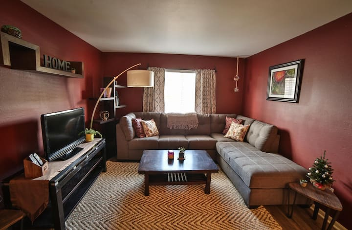 Modern & cozy condo. Best location in Breck!