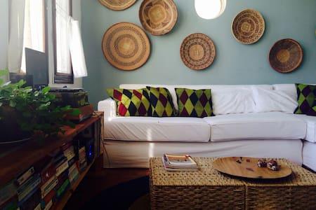 Colorful Art Deco house on bay - Inhambane - Talo
