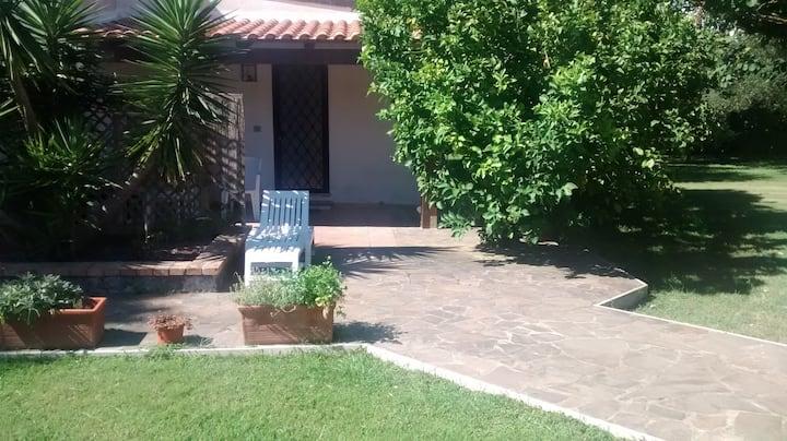 Dependance in villa con giardino