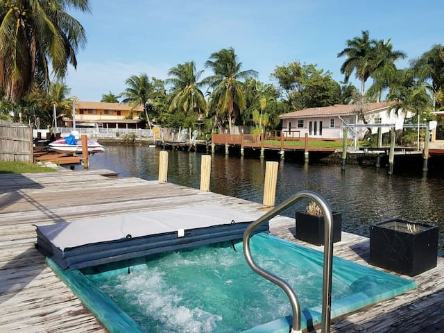 Sea Shack* Home + waterside hot tub - Wilton Manors - Dom