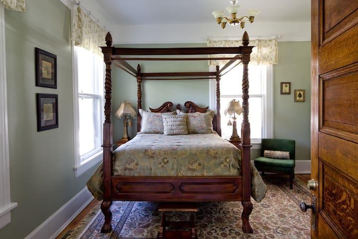 True Asheville B&B- Iron Horse Room- 1st Floor - Asheville - Bed & Breakfast
