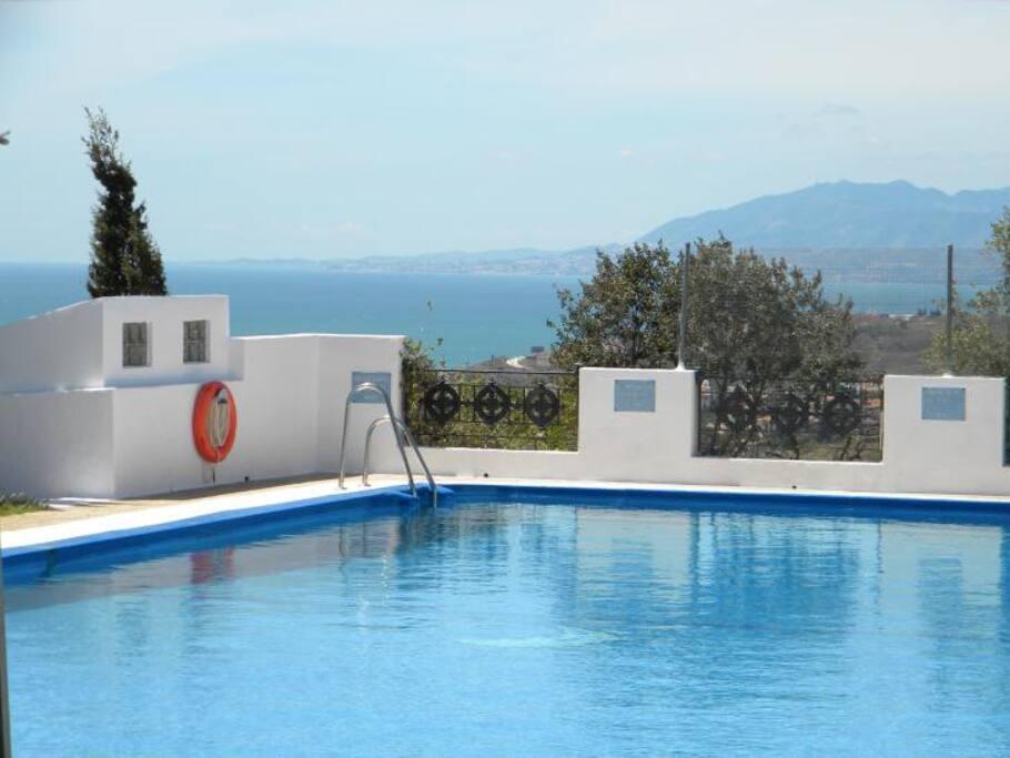 Gemeinschaftsswimmimg - Pool