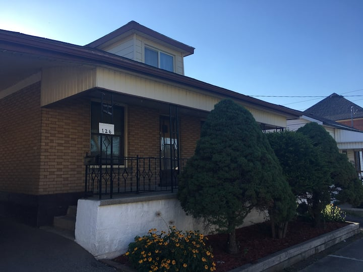 Guest House (MainFlr) 15 Minute Walk from Downtown