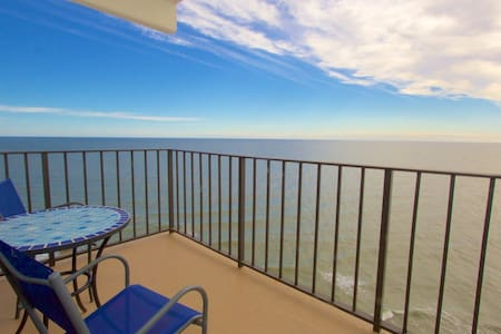 Royal Garden 2 BR w/Penthouse View and Family Rates, Great Winter Home, Indoor Pool! - Garden City - Wohnung