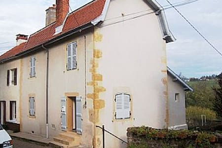 House in charming  village - Semur-en-Brionnais - Гестхаус