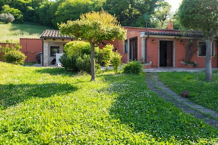 DEPENDANCE. WITH LARGE GARDEN - Loreto - Casa