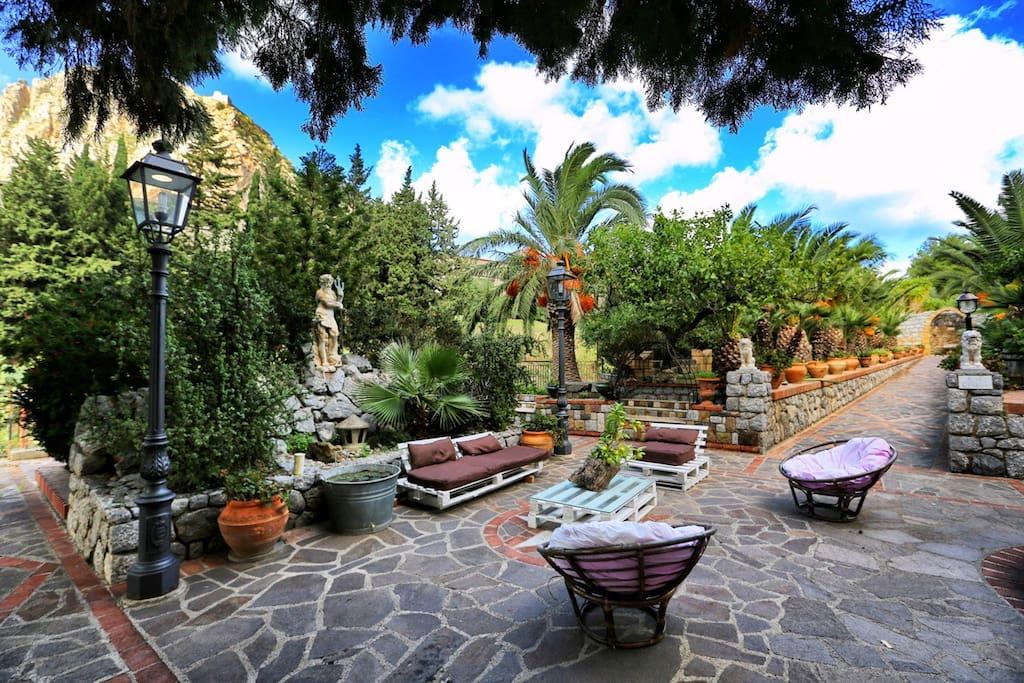 Zora - Relax area in the garden