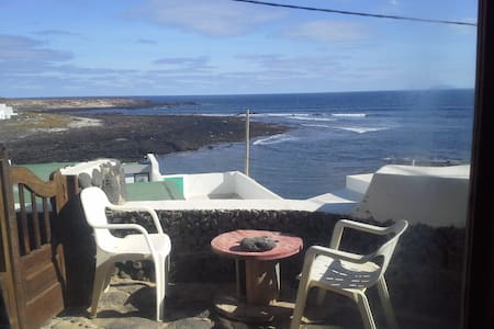 Surf apartment right front the waves - Caleta de Caballo - อพาร์ทเมนท์