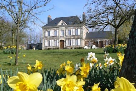 Chambre mansardée dans la campagne normande - Angerville-l'Orcher - Bed & Breakfast