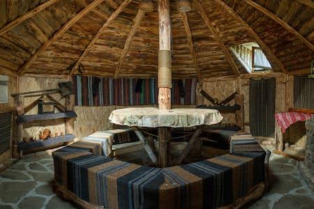 Yablanitsa Balkan Huts- 3 (a) Guests - Yablanitsa - Hutte