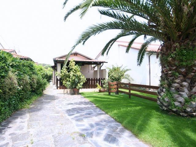 Bel villino con giardino e porticat