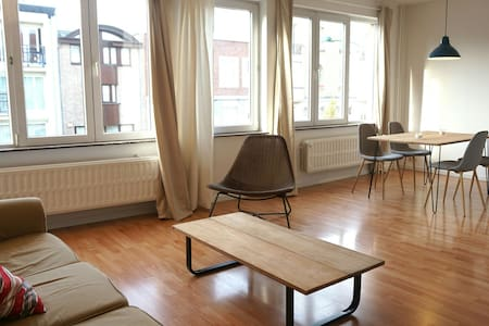 Bright & Cosy Apartment in Brussels - Woluwe-Saint-Pierre - Apartemen