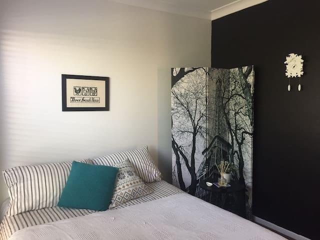 Dreamy home in Genesis Estate, private bathroom - Coomera - Hus