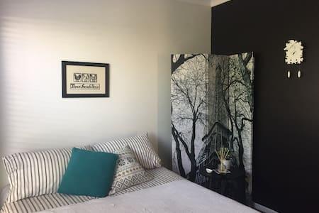 Dreamy home in Genesis Estate, private bathroom - Coomera - Dům