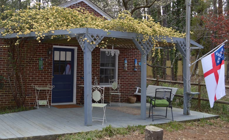 Owen's Place- Adorable Guest House! - Southern Pines - Casa de huéspedes