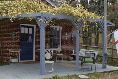 Owen's Place- Adorable Guest House! - Southern Pines - Gästhus