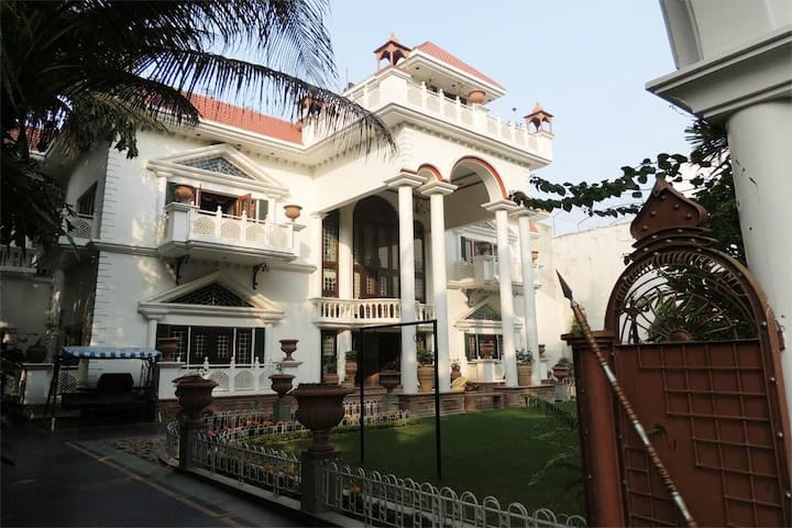 Amazing Deluxe Room in Allahabad, Uttar Pradesh