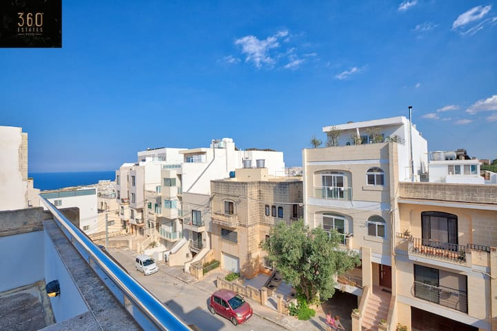 3B Terraced house with view close to St Julians!