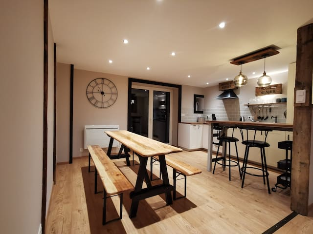 Loft, lumineux, ouvert, moderne avec petit balcon