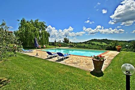 Lovely hillside cottage in the Province of Siena - Belforte