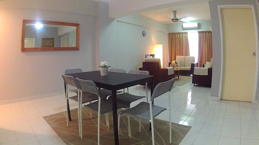 AN Residence - 3 Bedroom Semi Detached Apartment - Kajang - Leilighet