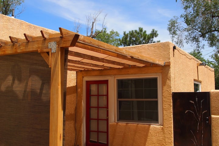 Adorable attached casita in a perfect ABQ location