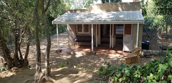 Private fenced petfriendly cottage under the trees
