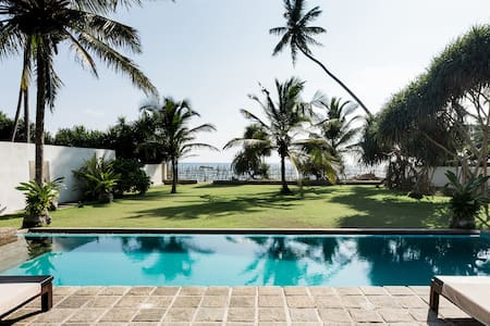 Green Parrot Beach Villa & Cube mit privatem Pool