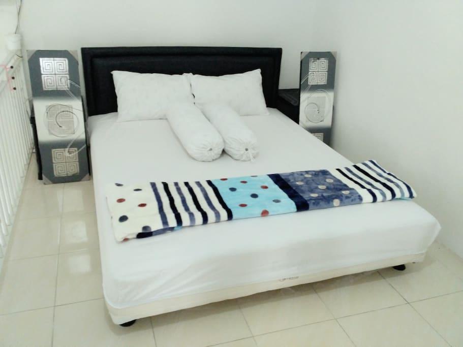 Comfort Master Bed / Ranjang utama yang nyaman