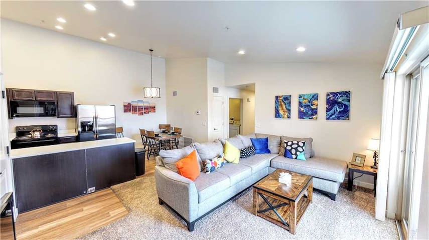 3 Bedroom 2 Bathroom with amazing views of the Moab Rim. Top Floor Unit! - Red Cliff Condos ~ 6I