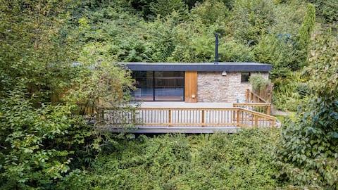 Luxury Woodland Retreat in Bristol