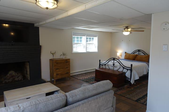 Modern & Cozy Blacksburg Guest Suite