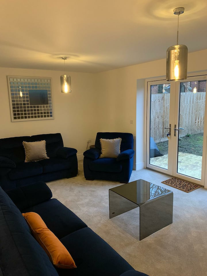 Ensuite room in luxury shared apartment