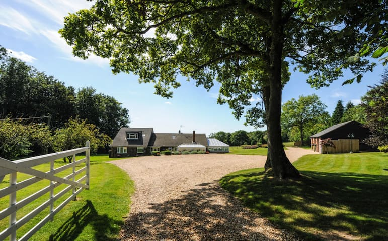 Perfect Rural Getaway for Goodwood, with 1 garage