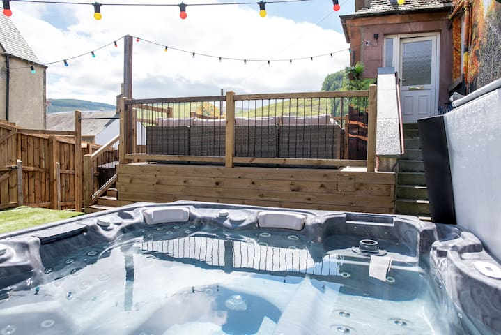 27 Caberston, Hot Tub and Log Burner