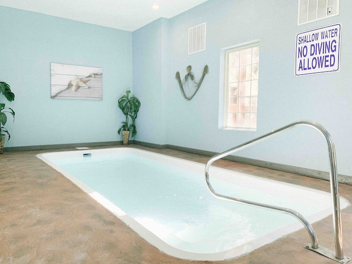 Mirror Pond- heated indoor pool, hot tub, theater room, arcade/game room