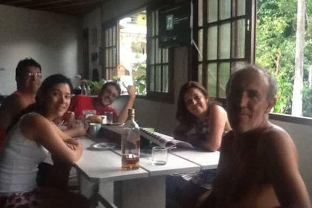 Jantando com amigos