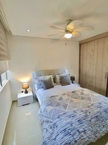 Habitación principal- Cama doble- Tv 50 pulgadas - Baño privado.