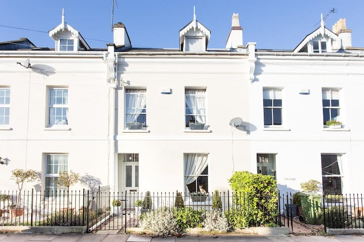 Dble room in pretty Victorian home - Cheltenham - Talo